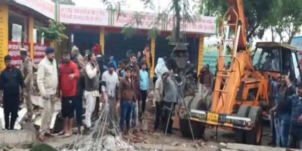 up big accident due to roof collapse