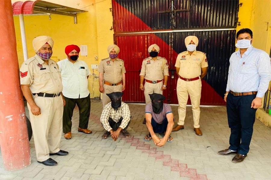 Two accused, including 8 kg of opium,